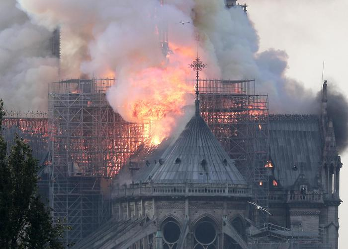 L'Editoriale: Notre Dame de Paris, il risveglio di un mondo in cui l'arte non ha perso il suo valore
