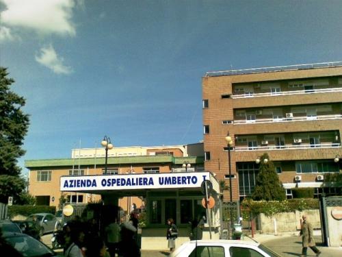 Cede intonaco dal soffitto dell'ospedale: feriti due pazienti a Siracusa