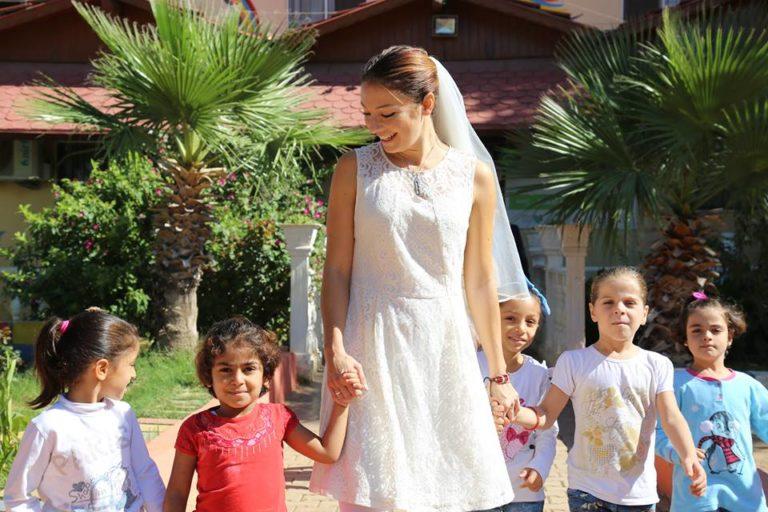 """""""Matrimonio Siriano, un nuovo viaggio"""" il film che dà voce ai profughi siriani e li aiuta. Concretamente"""