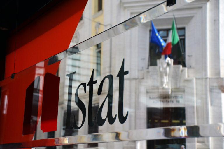 Istat: cala l'occupazione a dicembre ma il tasso di disoccupazione è stabile. Tutti i dati