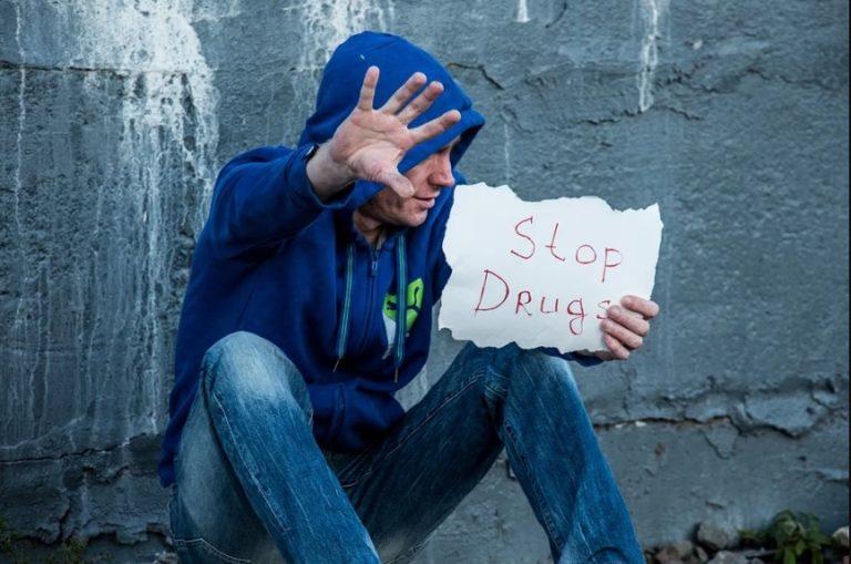 """""""Dipendiamo dalle nostre scelte"""": convegno informativo sui rischi legati alle sostanze stupefacenti"""
