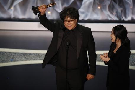 """""""Parasite"""" sbanca agli Oscar. Vince 4 statuette. Ecco tutti i premiati"""