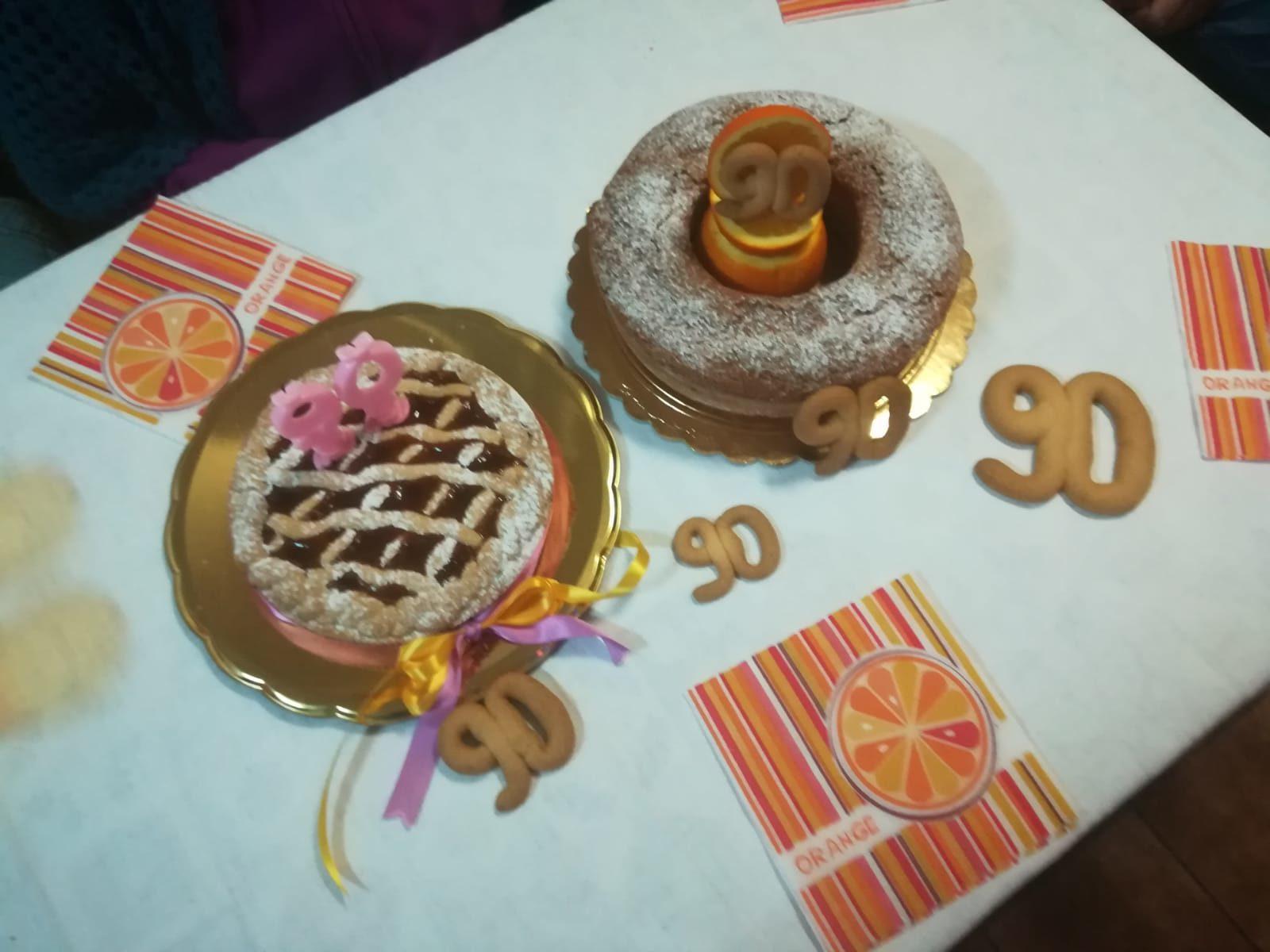"""LaTuaCucina, ecco le """"torte per la nonna"""" di Paola: crostata di albicocche e ciambella all'arancia"""
