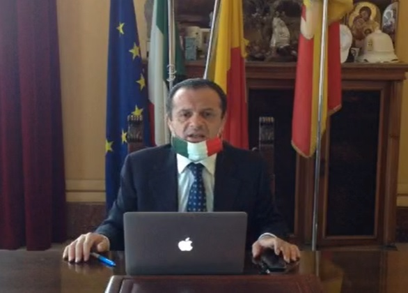"""Il Consiglio dei Ministri annulla l'ordinanza del sindaco De Luca che replica: """"Andiamo avanti senza se e senza ma"""""""