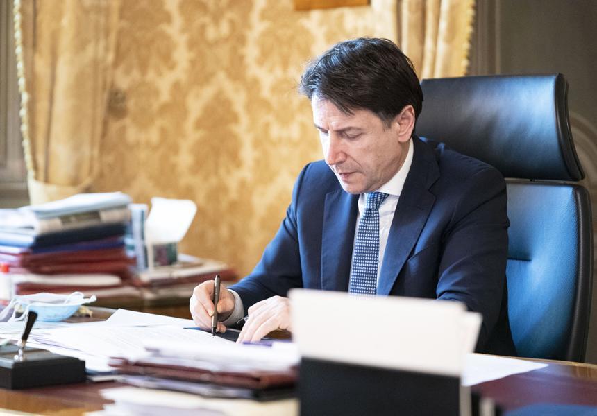 """Coronavirus, il Presidente Conte ha firmato il nuovo Dpcm: approvato il """"Family Act"""". Ripartono tante attività e le competizioni sportive [VIDEO]"""