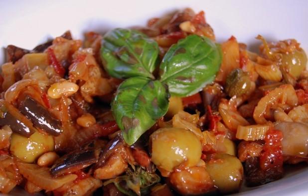 Caponata siciliana, la versione catanese
