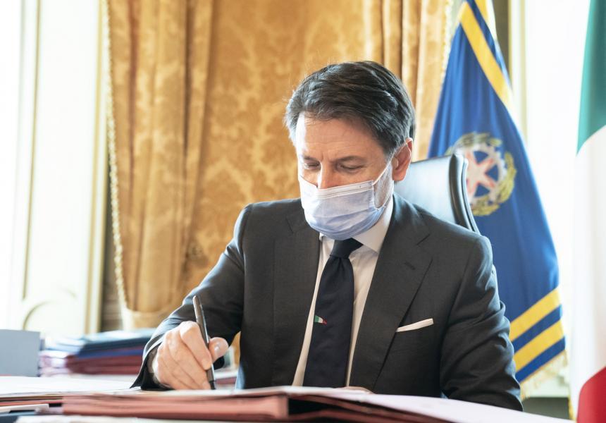 Coronavirus, il Presidente Conte firma il Dpcm del 13 ottobre 2020