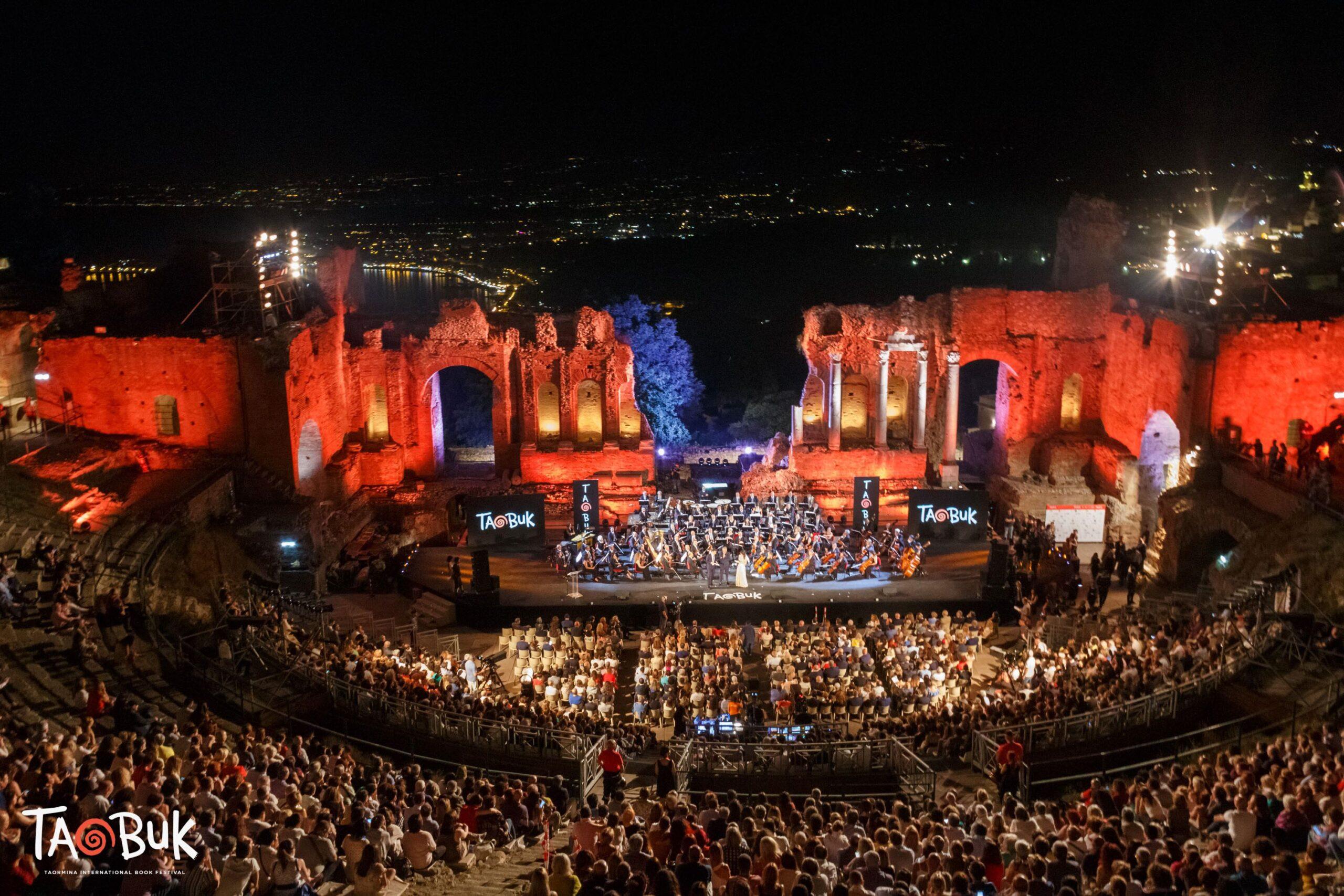 Gala di Taobuk: la magia della letteratura al Teatro Antico di Taormina