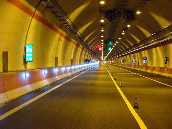 A18 e A20: avviati i lavori di installazione segnaletica per le gallerie