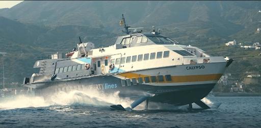 Onda anomala danneggia aliscafo che collega alle Isole Eolie