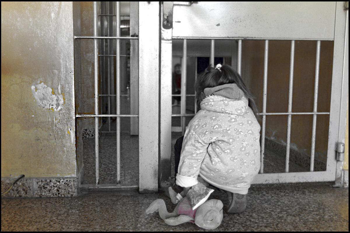 Una proposta di legge per tutelare il rapporto tra detenute madri e figli minori